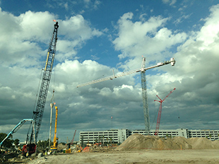 New tower crane at ConRAC site